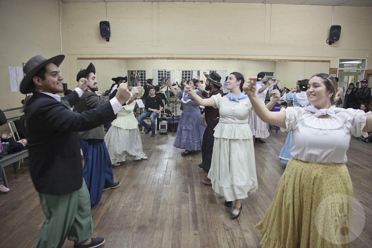 Clase de danzas folclóricas. Imagen ilustrativa.