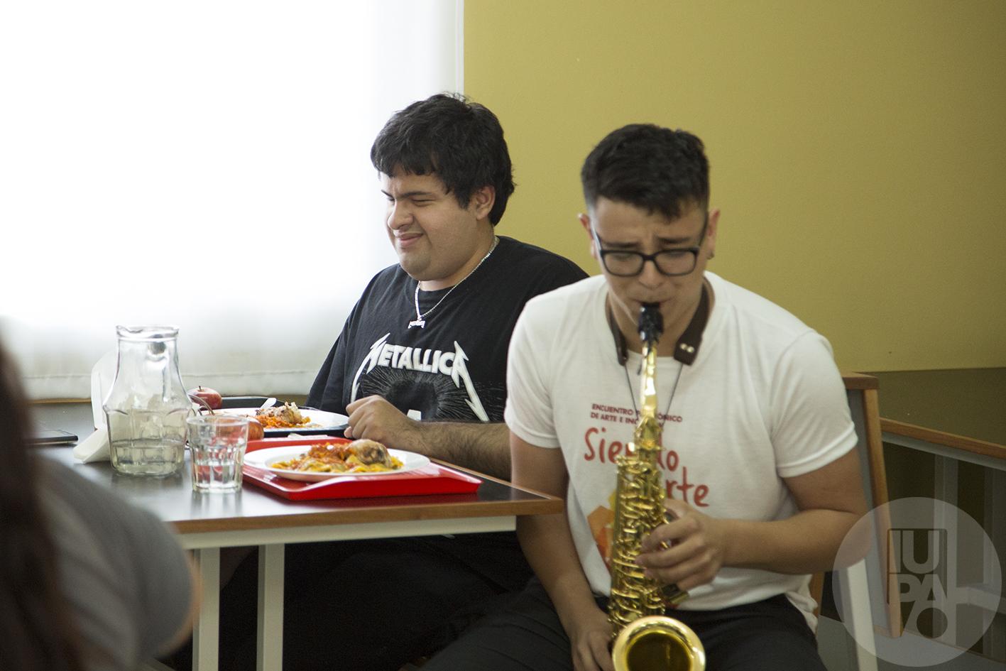 intervención musical en el comedor
