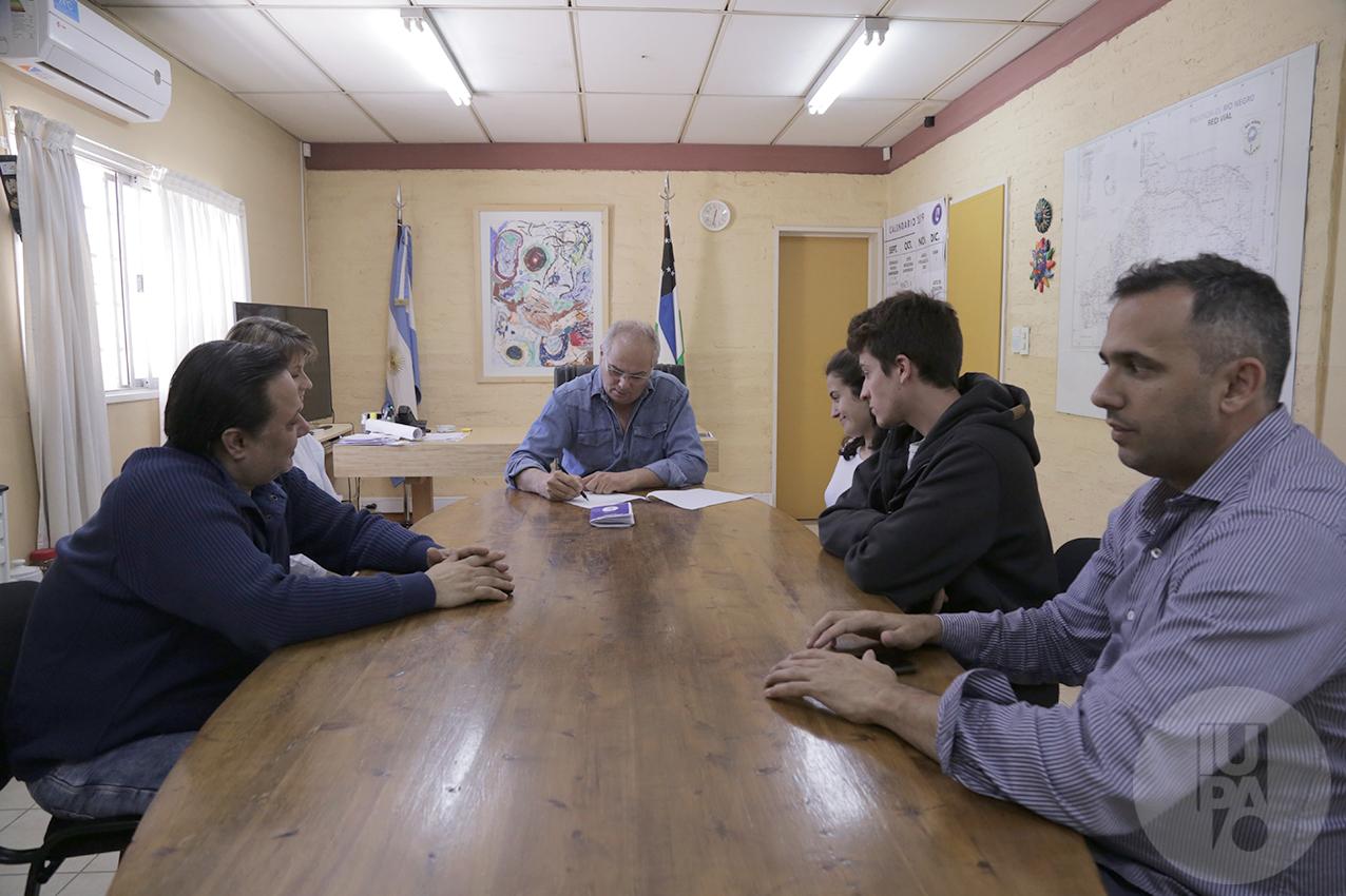 foto autoridades con el Centro de estudiantes IUPA por libreta estudiantil
