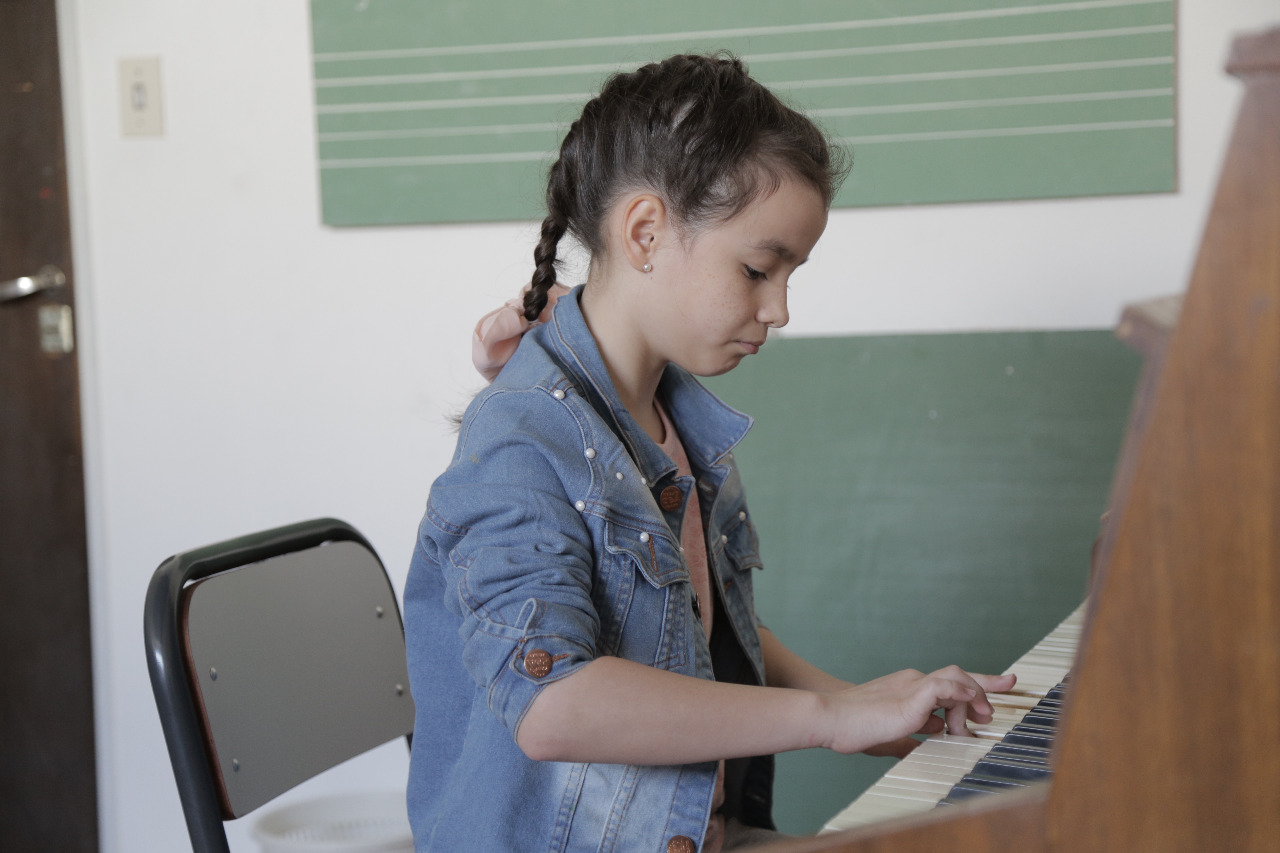 estudiante Iniciación Musical
