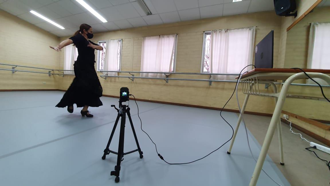 aula híbrida danzas