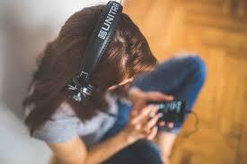 escuchando música